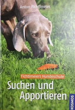 Buch von Anton Fichtlmeir in der Hundeschule Waldstetten